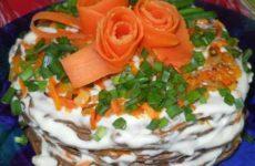 Приготовим торт печеночный с морковью и луком слоями: домашний вариант