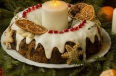 Восхитительный английский рождественский кекс с сухофруктами и орехами под сахарной глазурью
