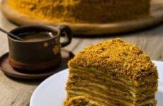Незамысловатый рецепт торта медовик классический в домашних условиях под медовой корочкой