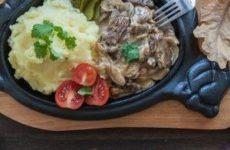 Кулинарный шедевр бефстроганов из свинины и классический рецепт блюда