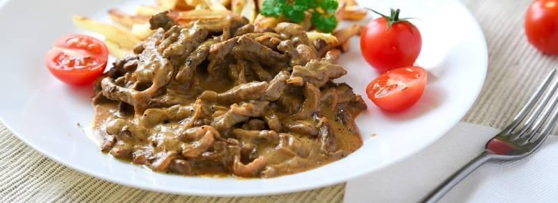 Бефстроганов из свинины с подливкой рецепт пошагово без сметаны и