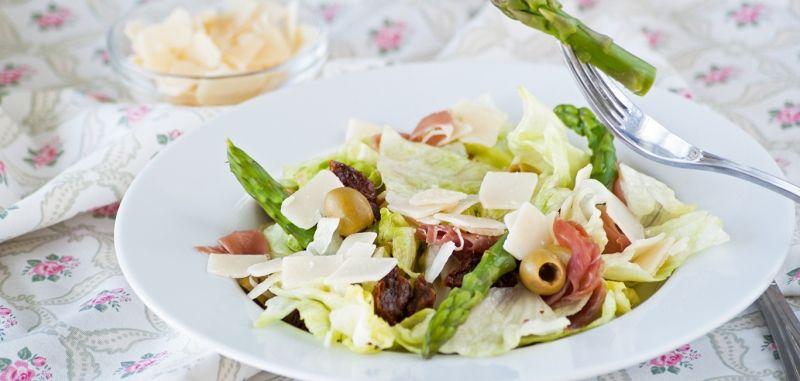 какой вкусный салат можно сделать с сушеными помидорами